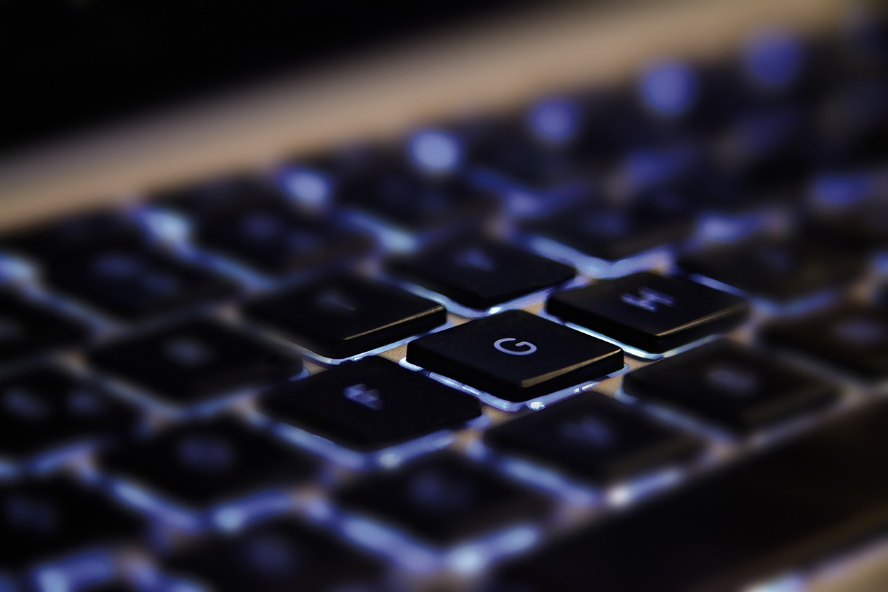 How Typing on a Laptop Causes Wrist Pain & Ways to Fix it