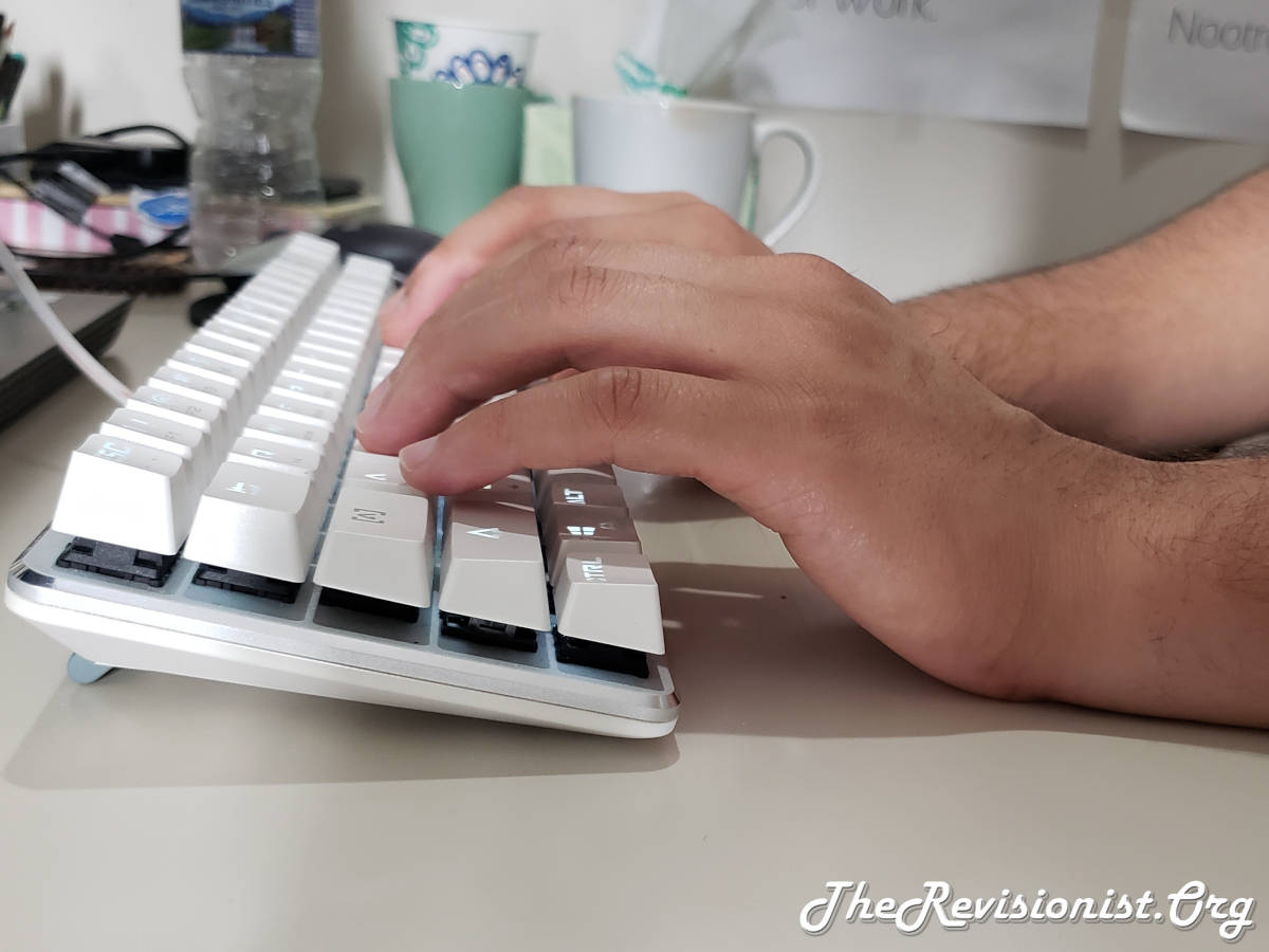 The Best Keyboard Tilt for Reducing Wrist Pain to Zero